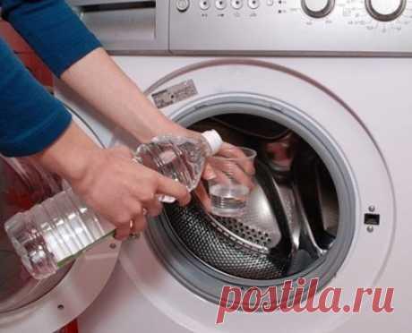 Как очистить стиральную машину от накипи? Стиральная машина автомат- вещь в хозяйстве необходимая, но порой является довольно дорогим удовольствием для семейного бюджета. Поэтому так важно, чтобы купленная стиральная машина прослужила вам не один и не два года, а как можно дольше. Однако, увы, не всегда это бывает возможно, потому что речь идет о качестве водопроводной воды, которая течет по нашим трубам. Во многих населенных пунктах вода настолько жесткая и перенасыщена различными примесями, н