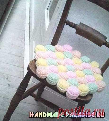 Симпатичные сидушки-зефирки и коврики с витыми столбиками