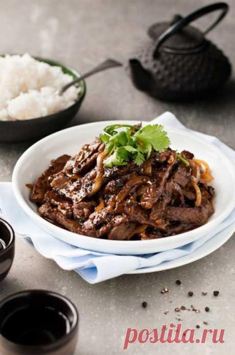 Говядина по-китайски в медово-перечном соусе   Ингредиенты  Соус:  3 ст. л. соевого соуса  Показать полностью…