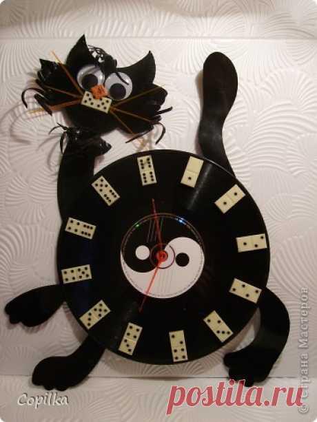 Часы для любителей домино +кошка-доминошка из пластинок