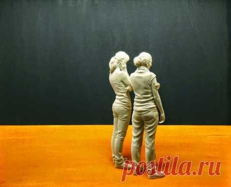 The artist creates surprisingly realistic wooden sculptures