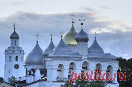 Самые красивые храмы России — изящество архитектуры в камне и дереве