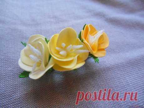 Этот мастер-класс из фоамирана научит делать заколки своими руками, украшать которые будут цветы из фоамирана.