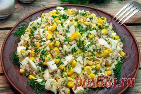 Салат из рыбных консервов с кукурузой и яйцами Читать далее...