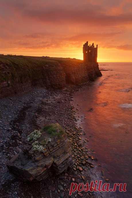 «Замок восходящего солнца». Шотландия. Автор фото: Alex Darkside. Добрых снов.