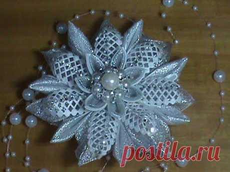 DIY\/МК Como hacer el copo de nieve de Año Nuevo en elochku, al aro o en zakolochku