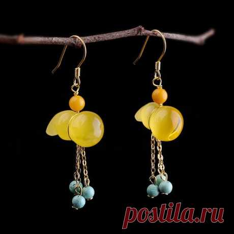 Yellow beeswax earrings / personality gourd earrings / 14K gold-plated earrings / blue corundum beads earrings / tassel earrings Product Details:  Material: 925 silver, beeswax, blue corundum  Color: yellow  Shape: gourd  Size: earring length 47mm, width: 10mm  Weight: 3.1 grams  Translucent: translucent  Symbol: Good luck to you