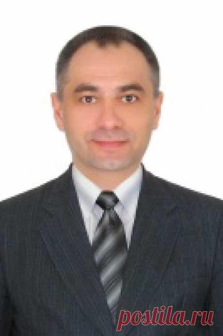 Олег Ахрамович
