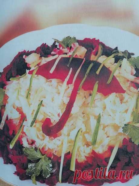 """Салат """"Зонтик""""     Рецепт этого салата я подсмотрела у своей знакомой. Она в свою очередь увидела его в каком то кулинарном журнале, лет 10 назад. С тех пор готовит его регулярно, названия к сожалению она не помнит.…"""