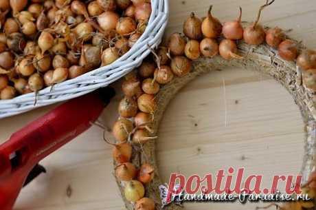Луковый венок для украшения пасхального интерьера - Handmade-Paradise
