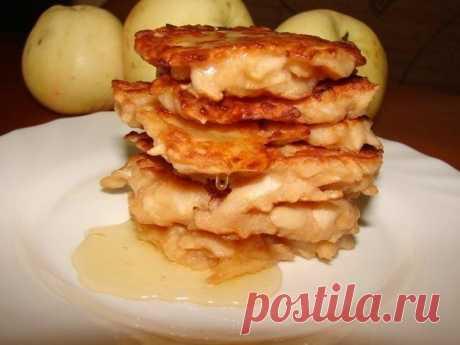Супер вкусные яблочные оладьи — быстрый завтрак для всей семьи!