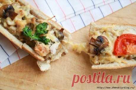 Простая и вкусная закуска: багет, фаршированный курочкой и грибами!.