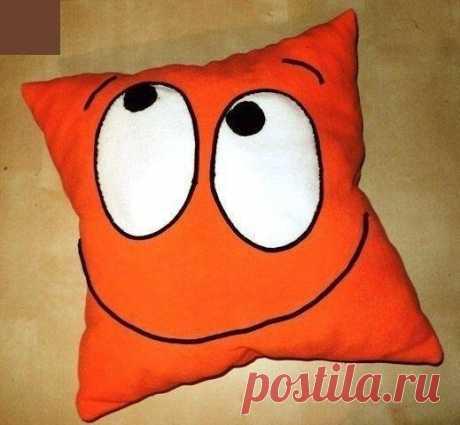 Забавная подушка своими руками.