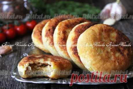 Картофельные пирожки с капустой на сковороде от nichka  Картофельные пирожки с капустой, жареные на сковороде, получаются очень вкусными и сытными. Такие пирожки можно приготовить на пикник, ужин или к чаепитию. Картофельное тесто получается очень нежным и мягким, оно прекрасно сочетается с жареной капустой. Отличные пирожки, попробуйте! Для приготовления картофельных пирожков с капустой на сковороде потребуется: картофель отварной - 400 г; мука - 100 г; сливочное масло - ...