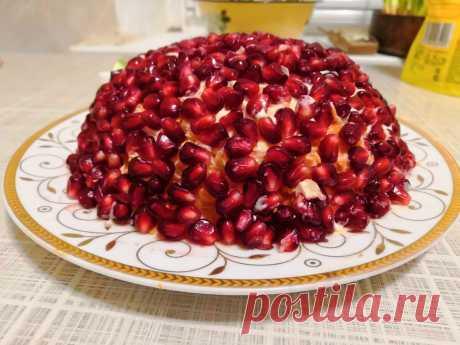 Этот простой салат я делаю на каждый праздник и он в первую очередь съедается гостями | Меню со вкусом | Яндекс Дзен