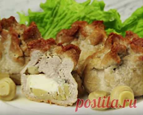 Мясные мешочки с грибами Мешочки из свинины с начинкой из сыра и маринованных грибов. Вам понадобится всего 15 минут для подготовки мешочков и 25 минут для их запекания. Если вы придерживаетесь диеты, можете заменить свинину на курицу.