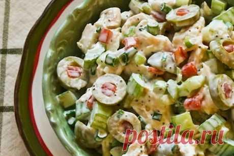 Салат с курицей, оливками и сельдереем — Вкусо.ру