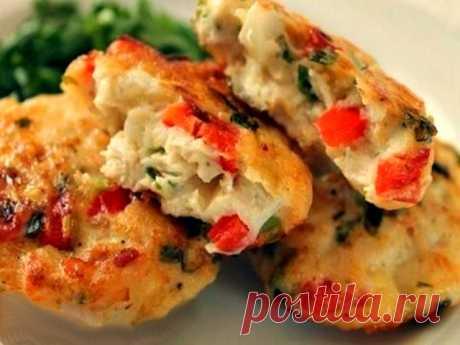 Котлеты *Витаминные* из овощей и курицы Сегодня предлагаю вам рецепт необычных котлет с овощами.Почему они витаминные?Потому что тут есть все-и белое легкое мясо,и полезные овощи,необходимые