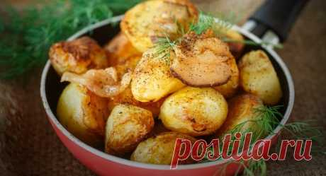 Картофель в рукаве к праздничному столу – вкусно, быстро и красиво!              Замечательный гарнир для праздничного стола. Картофель запекается в рукаве, пропитываясь маслом и специями, и получается вкусным и умопомрачительно ароматным. К тому же, вариант приготовл…