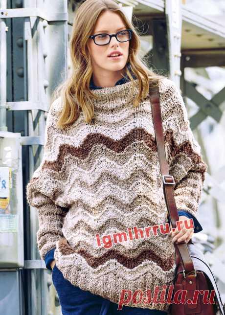 Свободный теплый пуловер с зигзагообразным узором. Вязание спицами со схемами и описанием