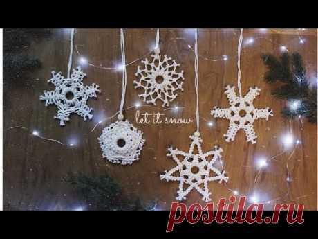 5 снежинок | макраме - YouTube Вам понадобятся: 1) деревянные колечки, диаметр 4 см.; 2) плетеный шнур 2 мм.; 3) ножницы, деревянные бусины с большим отверстием. 01:15 - снежинка 1 07:23 - снежинка 2 14:20 - снежинка 3 18:30 - снежинка 4 21:45 - снежинка 5