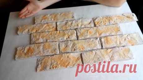 Как сделать декоративные плитки из строительного гипса Облицовку стен внутри дома можно выполнить с помощью декоративных плиток из строительного гипса (алебастра). И сделать их можно своими руками.Это