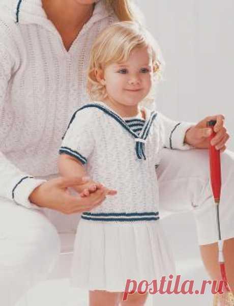Платье в морском стиле Нарядное летнее платье для маленькой модницы, связанное на спицах из хлопковой пряжи. Описание дано для девочек от 1 года до...
