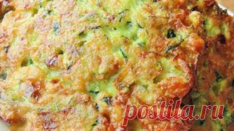 👌 Хрустящие оладушки из кабачков, рецепты с фото Чтобы порадовать семью, приготовьте эти очень вкусные и хрустящие оладушки с кабачками. Готовятся они ну очень просто, справится каждый. Это потрясающее блюдо, которое придётся по...