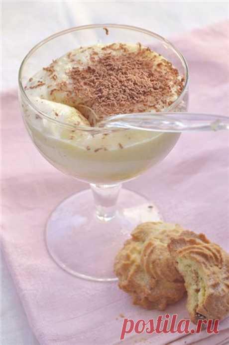 Кремовый яблочный десерт Вкусненький, воздушный и нежный десерт. Тут есть нечто в этом духе. Заварной крем можно приготовить заранее. А шоколад можно не тереть, а растопить и полить им готовое блюдо. 2 порции 1 крупное яблоко 150 мл. сливок 2 ч.л. сахарной пудры Для заварного крема 1 яйцо 150 мл. молока 1 ст.л. муки без…