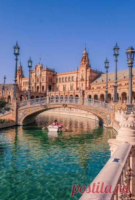 Planning a trip to Andalusia and need help finding where to stay in Seville? We lived in the beautiful city of Seville for 6 months and explored all its neighbourhoods to find the most…