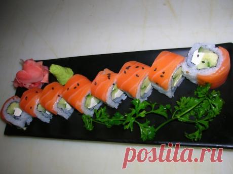 """El clasicismo de la cocina japonesa roll \""""Filadelfia\"""""""