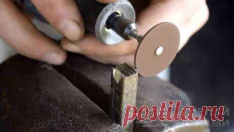 Как своими руками сделать штамп для кожи При помощи даже самодельного штампа на изделиях из кожи можно делать различные красивые рисунки.В данном обзоре автор показывает, как сделать штамп для