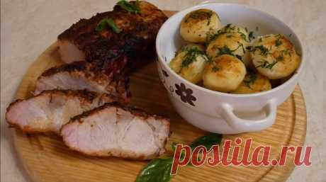 Знатный ужин для всей семьи: свинина в томатном соке и румяный картофель