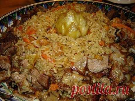 Плов на любой вкус - 10 рецептов  ПЛОВ ОГУДЖАЛИНСКИЙ  Ингредиенты: 1,5 стакана риса, 750 г баранины, 4 луковицы, 3—4 моркови, 1 стакан кунжутного масла, 1,5 стакана урюка, 2 ч. ложки ажгона, 1 ч. ложка молотого красного перца, 2 щепотки шафрана, по 2 ст. ложки измельченной зелени петрушки и укропа, соль.  Приготовление: Куски баранины по 50—60 г обжарить в сильно разогретом кунжутном масле, добавить нашинкованный лук, нарезанную соломкой морковь, жарить вместе еще 20 минут...