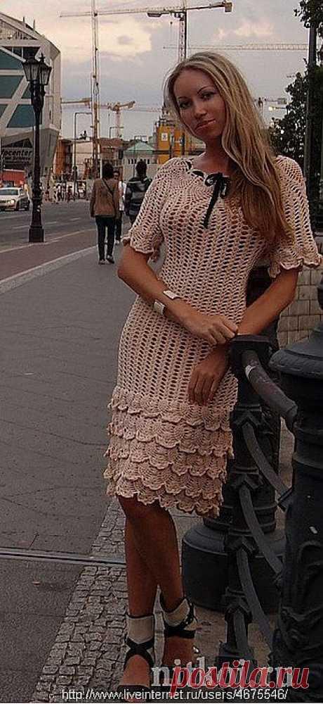 Платье вязанное крючком .