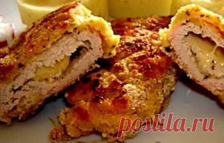 Индюшиные шницели, фаршированные сыром | Вкусный рецепт Индюшиное мясо превосходит по своему химическому составу, диетическим и вкусовым качествам мясо многих видов домашней птицы. В нем содержится большое колич