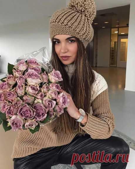 Красивая и ультрамодная шапка-берет спицами