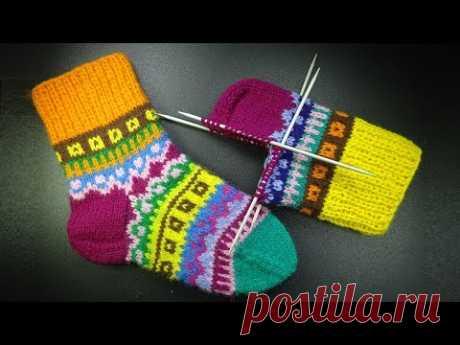 Начинаем вязать – Видео уроки вязания » Как связать красивые полосатые носочки без ступенек. Мастер класс вязания спицами.