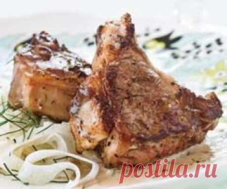 Как жарить мясо на сковороде. Секреты жарки мяса Хотите приготовить жареное мясо так, чтобы оно получилось сочным и нежным, с аппетитной хрустящей корочкой? Делимся секретами приготовления мяса на сковороде. Выбор мяса Для жарки на сковороде лучшим выбором будет толстый край, тонкий край или вырезка. Мякоть грудины или часть ноги лучше приготови