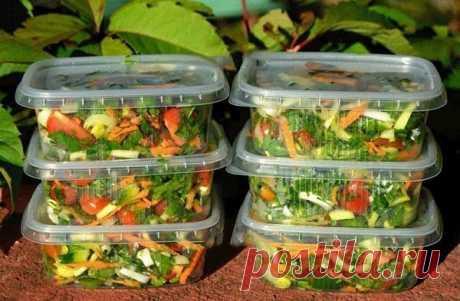 Овощная смесь на зиму Зимой хочется овощей, которых так не хватает, поэтому овощные смеси приходят на помощь!  Ингредиенты  Показать полностью…
