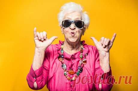 СОВЕТЫ ОТ ДОЛГОЖИТЕЛЕЙ Сегодня продолжительность жизни — самая высокая в истории. По данным ООН, к 2050 году более 20% жителей планеты будут старше 65 лет. Неудивительно, что к долгожителям то и дело обращаются за секретами! Вот результаты интервью ста людей, доживших до ста лет...
