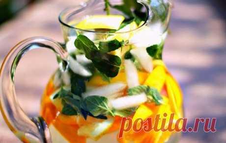 Самый эффективный коктейль для детоксикации, чтобы легко похудеть - Сайт для женщин Худейте вкусно и быстро! Сделайте этот напиток для детоксикации. Эти жиросжигающая вода отлично подходит для плавления жира и для детоксикации вашего тела. Ингредиенты: 1 л воды 1/2 грейпфрута 1 мандарин 1 огурец 4-6 больших листьев мяты Приготовление: Нарежьте огурец и разделите грейпфрут, как мандарин на секции. Поместите все ингредиенты в большой кувшин и залейте 1 …