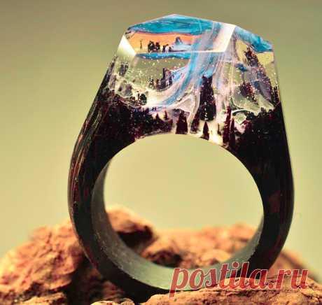 Деревянное кольцо с эпоксидной смолой