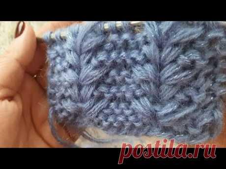 Красивий візерунок із витягнутих петель для в'язання шапки.Beautiful pattern of elongated loops