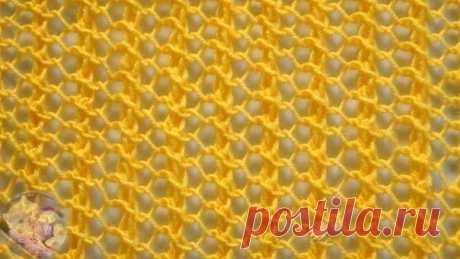 """Узор """"Ажурная сетка"""" спицами   Теплые летние дни радуют нас своими лучиками солнца и хочется раздеться по максимуму. Поэтому мы предлагаем попробовать связать спицами вместе с нами двухсторонний узор «Ажурная сетка». Он хорошо подойдет для вязания летней туники, кофточки, пляжной юбки. А на прохладную весну или очень можно связать из такого узора шарф или палантин.   Описание процесса вязания узора:  Раппорт узора 3 (три) петли в ширину. Для симметрии узора добавляем еще о..."""
