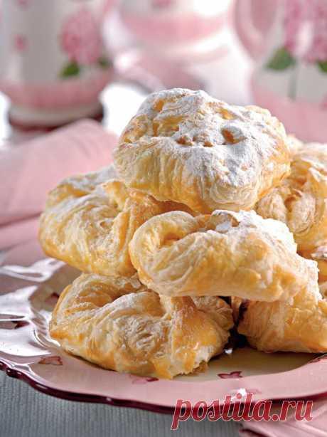 У венгров существует огромное количество замечательных сладостей с творогом: штрудели, пироги, слойки, торты... Но эта представительница венгерской кухни
