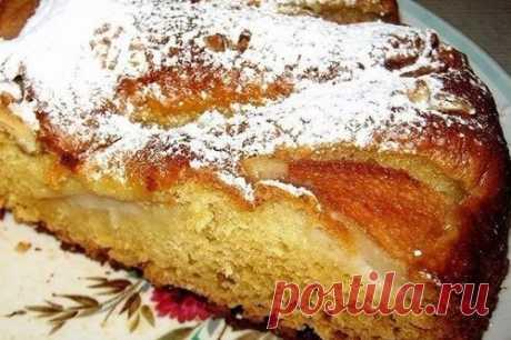 Ароматный грушевый пирог с орехами   Ингредиенты:  Сметана 200 г.  Молоко сгущенное 1/2 банки.  Показать полностью…