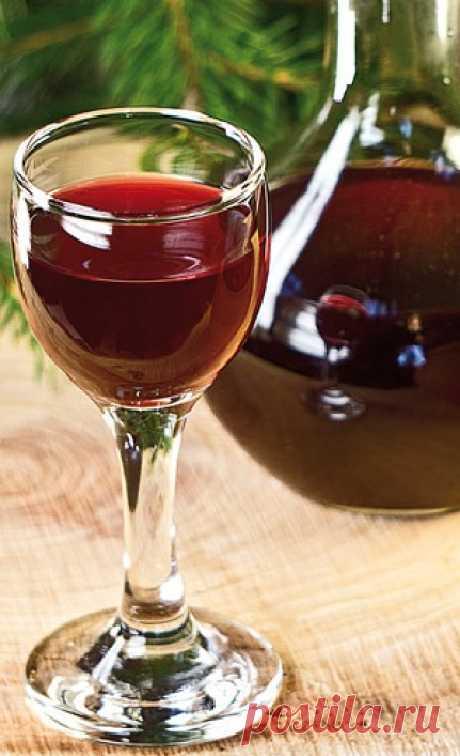Рецепт настойки графа Разумовского - насыщена травяным ароматом и оставляет приятное послевкусие.