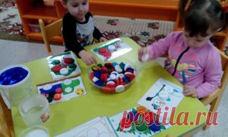 Игры с крышками для детей группы раннего возраста. Воспитателям детских садов, школьным учителям и педагогам - Маам.ру