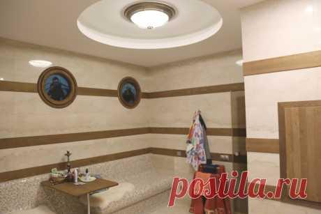 Интерьер частного жилого дома. SPA-зона. Заказчик поставил задачу стилизовать данное помещение под интерьер яхты. Но не буквальной имитацией, а как бы намёком.